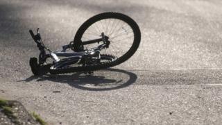 Adolescent de 16 ani, înjunghiat pe stradă pentru o bicicletă