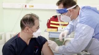 În prima zi de vaccinare anti-COVID în România, s-au imunizat aproape 1.000 de cadre medicale