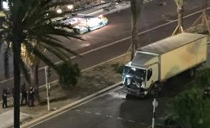 Atacul cu camion comis la Berlin, surprins de o cameră montată pe un taxi