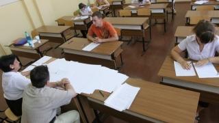 Peste 42.000 de absolvenţi de liceu, înscriși la bacalaureat