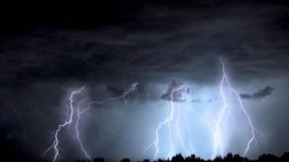 Se anunță ploi torențiale în toată țara, de mâine de la prânz până joi seara