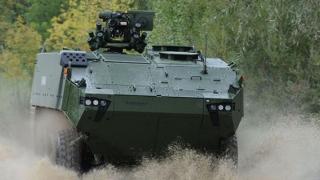 România ar putea percepe penalităţi pentru întârzierea furnizării transportoarelor blindate 8X8
