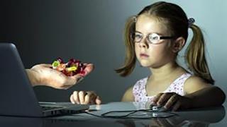 """""""Consumul"""" excesiv de internet dăunează grav sănătății!"""