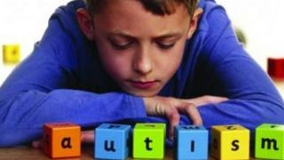 Beneficii ale unei intervenții precoce asupra autismului