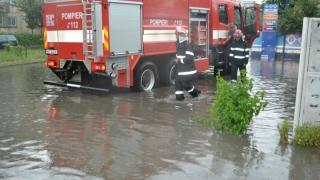 Intervenții dificile ale pompierilor după ce a plouat torențial în Sinaia