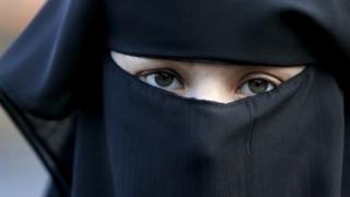 Vălul islamic, interzis în Danemarca. Noua lege este condamnată de organizaţiile pentru drepturile omului