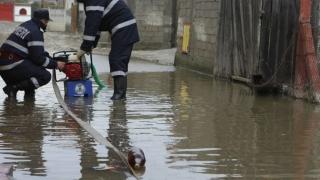 Ploile fac ravagii în jumătate din țară. Trafic feroviar și rutier, întrerupt