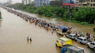 33 de morți - bilanțul victimelor în urma prăbușirii unei clădiri în Mumbai