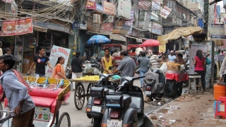 În zonele cele mai aglomerate din India, noul coronavirus a atins deja până la 60% din populație