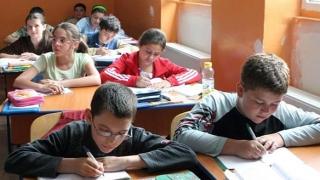 Iohannis nu este de acord cu reducerea numărului de ore în programa şcolară