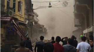 Prăbușire spectaculoasă a unei clădiri nelocuite în centrul orașului Istanbul