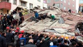 Cel puţin doi morţi după prăbuşirea unui bloc din Istanbul
