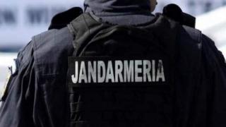Doi jandarmi constănțeni au imobilizat un bărbat care ameninţa cu cuţitul