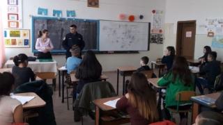 Jandarmii s-au întâlnit cu elevii Liceului Tehnologic ''Dimitrie Leonida''