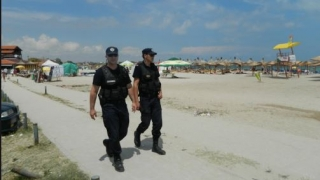Atenție la bunurile personale pe plajă! Jandarmii adună zilnic hoți de genți