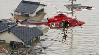 Japonia, devastată de taifun. Tokyo, paralizat de cutremur