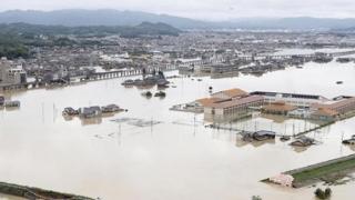 Frică de inundații! Ploile torențiale au dus la evacuarea a mii de persoane