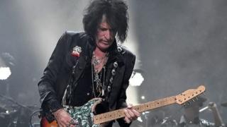 Internat de urgență. Chitaristul grupului rock Aerosmith, Joe Perry, s-a prăbuşit la ieşirea de pe scenă