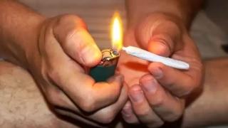 Prinși de jandarmi cu drogu-n buzunar