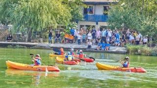 Competiție de kaiac- canoe pe malul lacului Sutghiol!