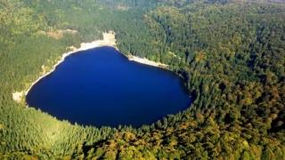 Scăldatul interzis în Lacul Sfânta Ana. Are cea mai curată apă din țară