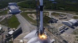 Capsula Dragon a SpaceX, lansată cu succes spre Staţia Spaţială Internaţională