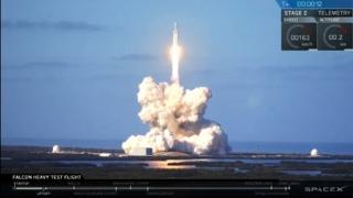 Maşina Tesla a lui lui Elon Musk, în drum spre Marte