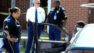 Un copil de trei ani și-a împușcat mortal sora în vârstă de nouă ani