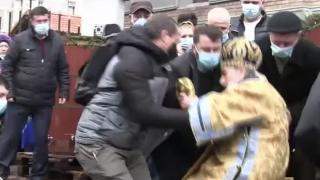 La slujba de sfințire, ÎPS Teodosie a căzut în timpul ceremoniei