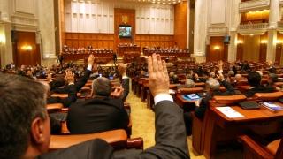 Modificări la legea notarilor, trecute în mare viteză prin parlament