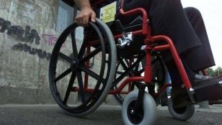 Indemnizaţiile pentru adulţii cu handicap, majorate. Aparţinătorii, scutiţi de impozite