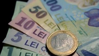 Moneda națională s-a apreciat față de euro, dolarul american și francul elvețian