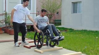 Linie telefonică gratuită pentru cei cu dizabilități locomotorii sau intelectuale