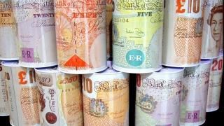 Lira câștigă teren în raport cu dolarul