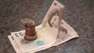 Lira sterlină, la minimul ultimilor 31 de ani