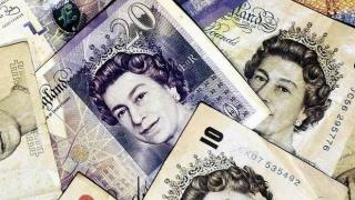 Lira își continuă declinul după Brexit