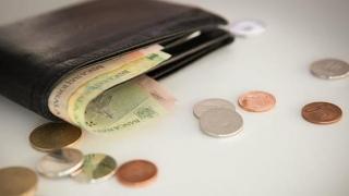 Meciul dintre bănci și clienți se mută-n afara instanței