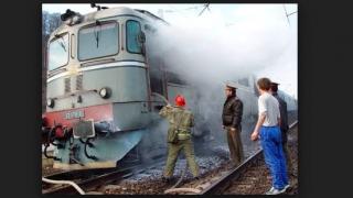 Locomotiva unui tren care transporta combustibil a luat foc în Prahova
