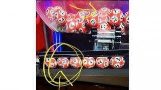 Loto... magic! O bilă cu două numere diferite şi o explicaţie complicată