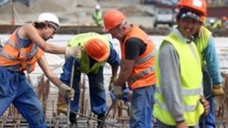Mii de străini din afara UE lucrează legal în România. De unde sunt