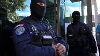 Cadre militare din Ministerul de Interne şi Armată, vizate de percheziţii la contrabandişti