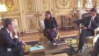 Macron, făcut de râs de propriul câine