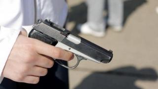 Focuri de armă şi ameninţări cu cuţitul, în metrou. Pasagerii, în panică!