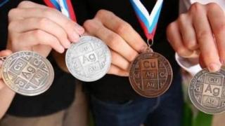 Mai mulţi bani pentru elevii olimpici şi profesorii lor