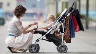 Mamele îşi pot primi indemnizaţiile mărite! Normele de aplicare a legii, aprobate!