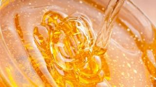 """""""Mâncaţi mierea crudă, nu o omorâţi!"""" - de la un nutriţionist citire"""
