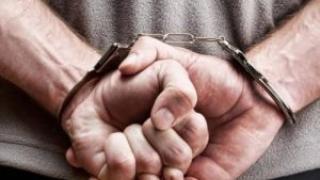 Vinovat de trafic de droguri, escortat de polițiștii constănțeni la penitenciar