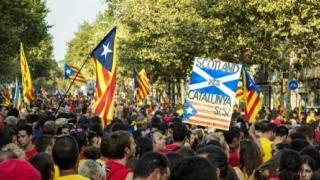 """""""Puigdemont, la închisoare!"""": Manifestație împotriva secesiunii catalane"""