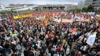 Manifestații în Franța pentru încetarea stării de urgență