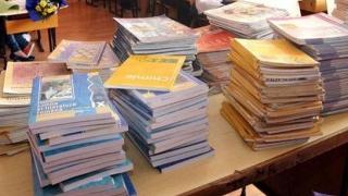 Ministerul Educaţiei caută profesori pentru evaluarea proiectelor de manuale şcolare